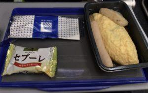 UA876 機内食エッグオムレツ